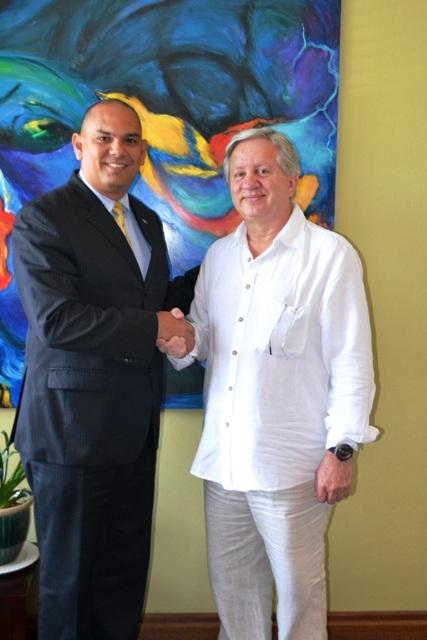 Durante las negociaciones para el lanzamiento de la línea aérea FlyAruba. Como casi todos los proyectos de Francisco González, la aerolínea nunca despegó